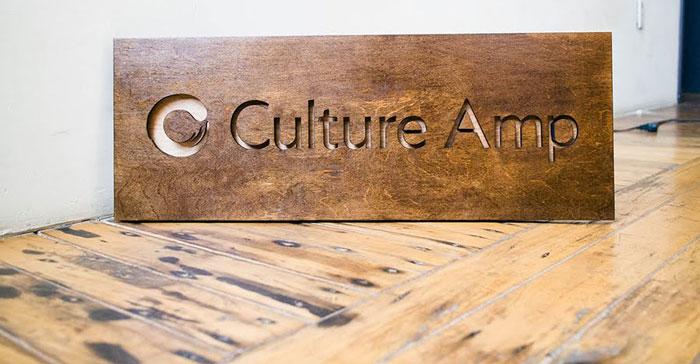 làm bảng hiệu gỗ giá rẻ hcm