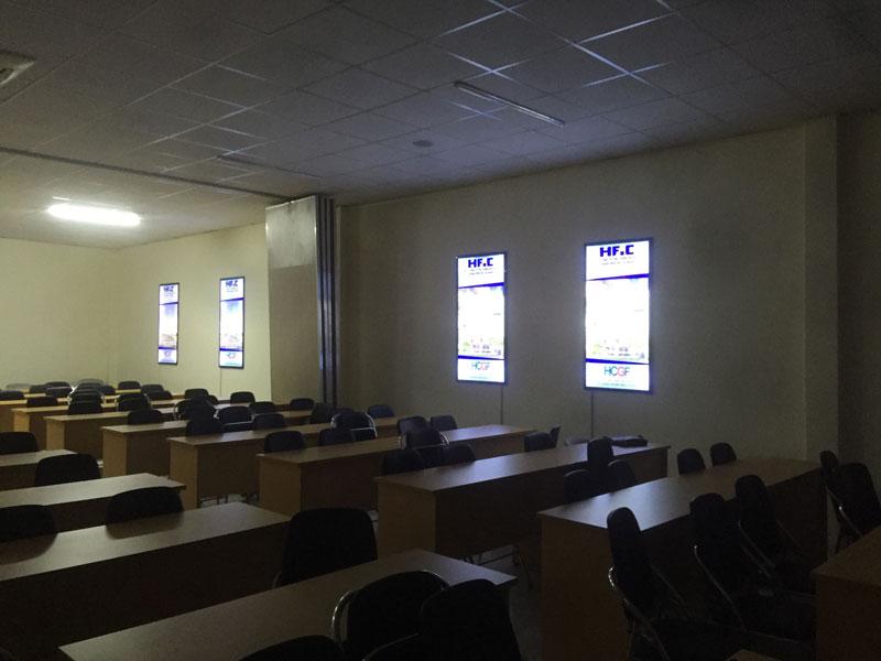 Hộp đèn mica để phòng họp