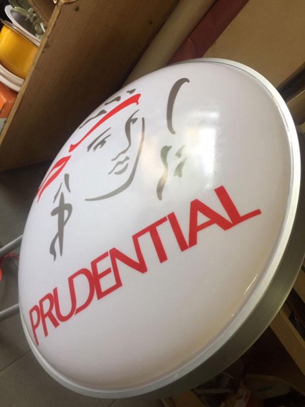 Hộp đèn Prudential