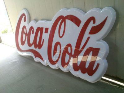 logo hút nổi cocacola