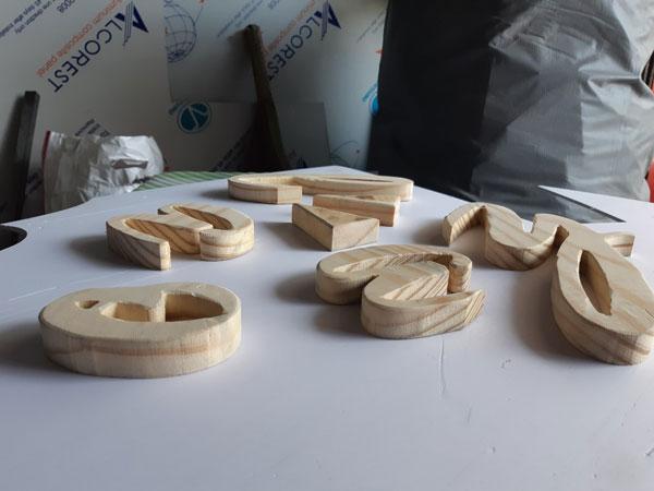 cắt chữ gỗ theo yêu cầu